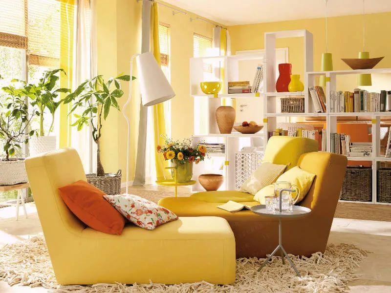 ярко желтые обои в интерьере многие знают