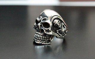 Ultimativer Totenkopf-Ring aus Edelstahl! Ca 15 Gramm schwer! Spitzen Verarbeitung!