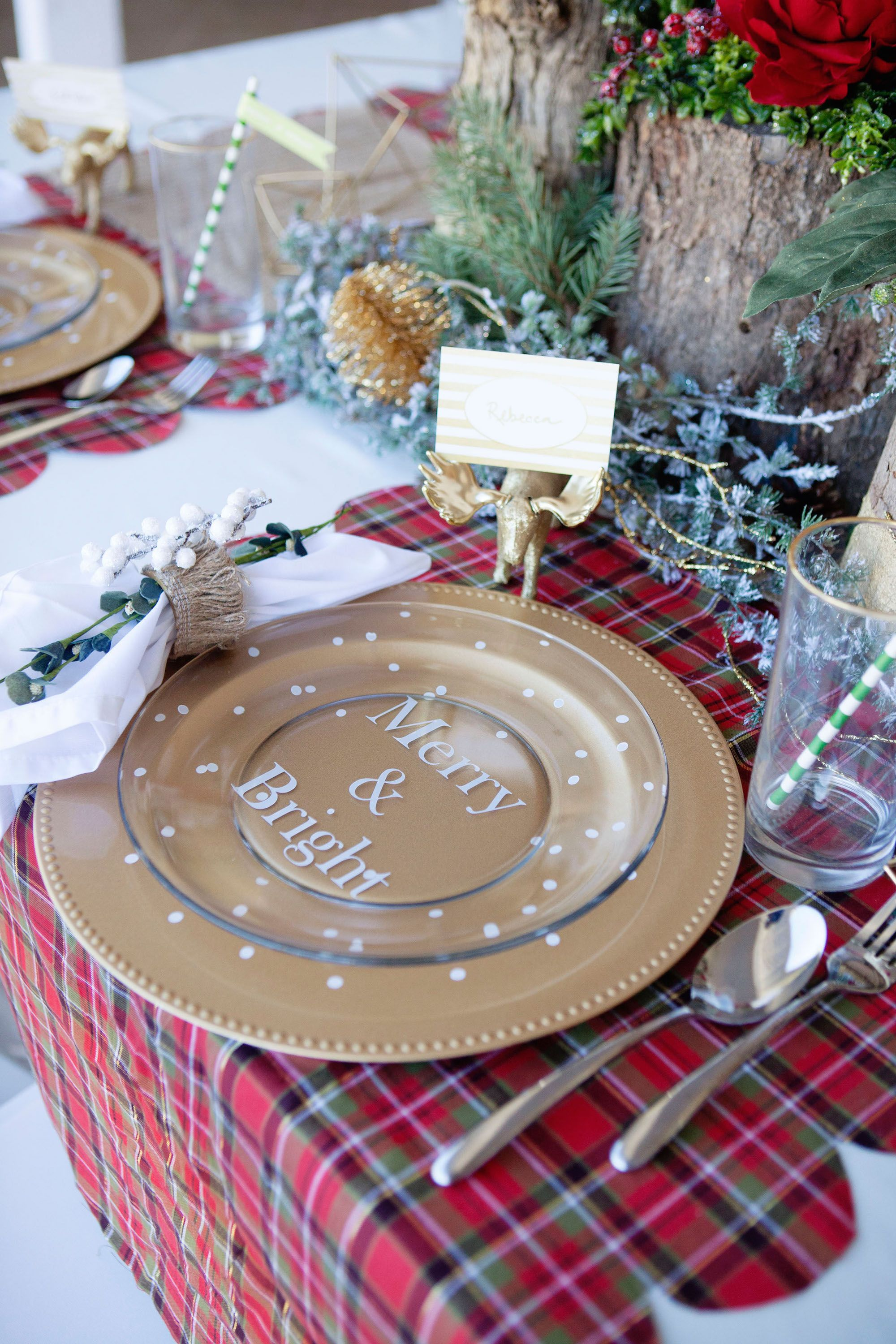 How to dress up a plain Plate and Gold Charger | Christmas place ...