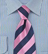 Corbata rosa azul rayas anchas con camisa raya fina azul
