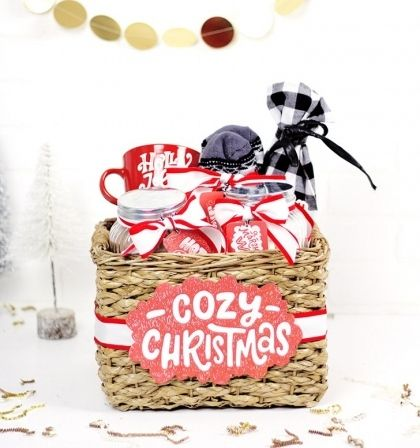 creative christmas basket ideas DIY original gifts #boyfriendgiftbasket
