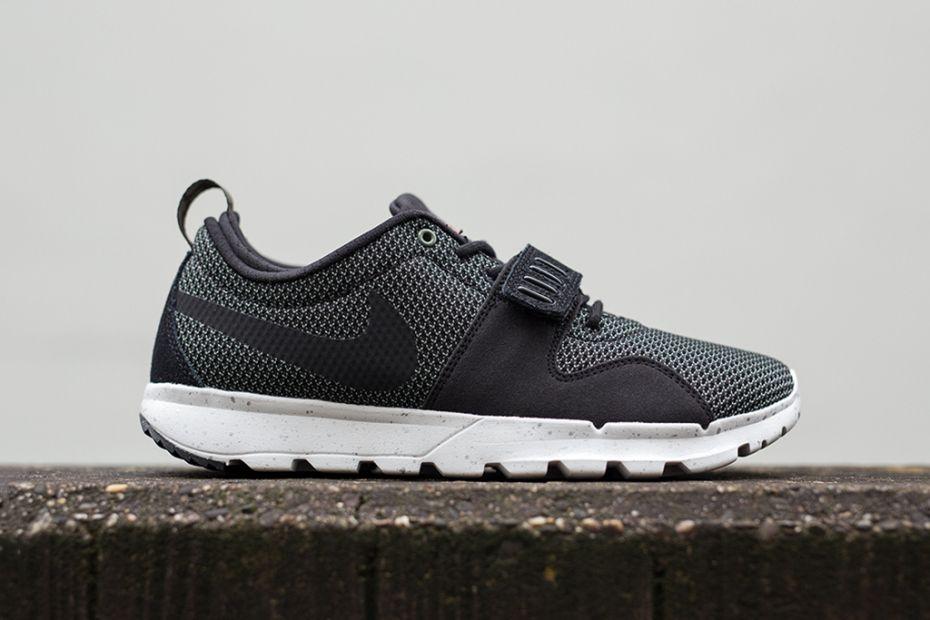 Image of Nike SB Trainerendor Iron Green/Black