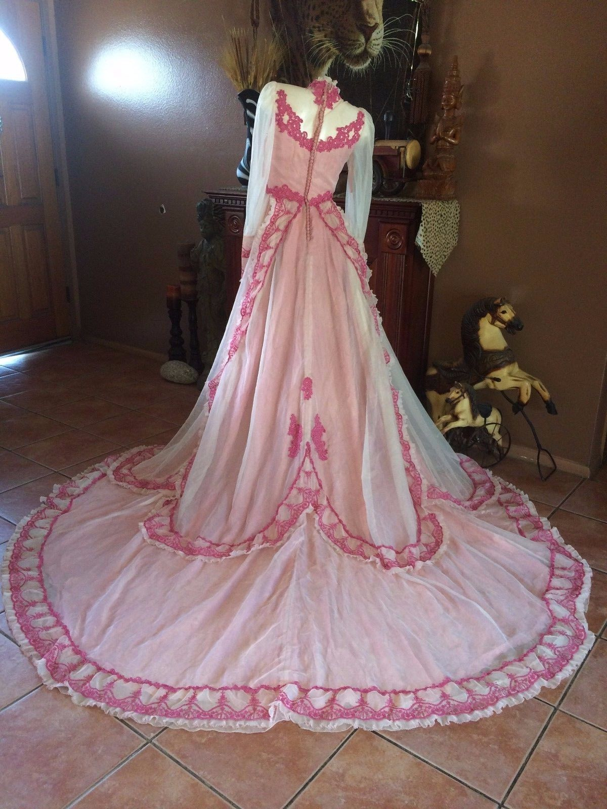 Nice great vintage wedding rose petal gown cathedral length train