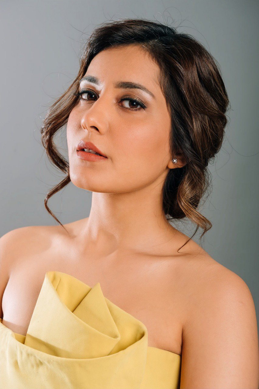 Raashi Khanna Got An Award For The Performer Of The Year At