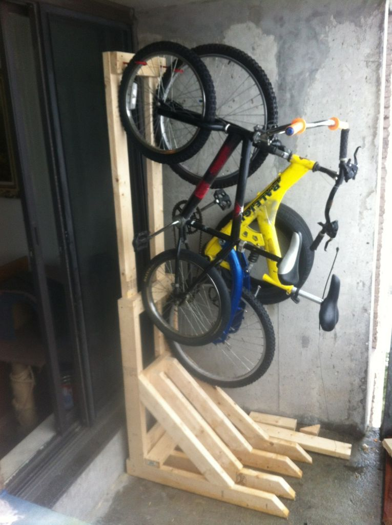 vertical bike rack from 2x4s diy pinterest range velo rangement garage et garage. Black Bedroom Furniture Sets. Home Design Ideas