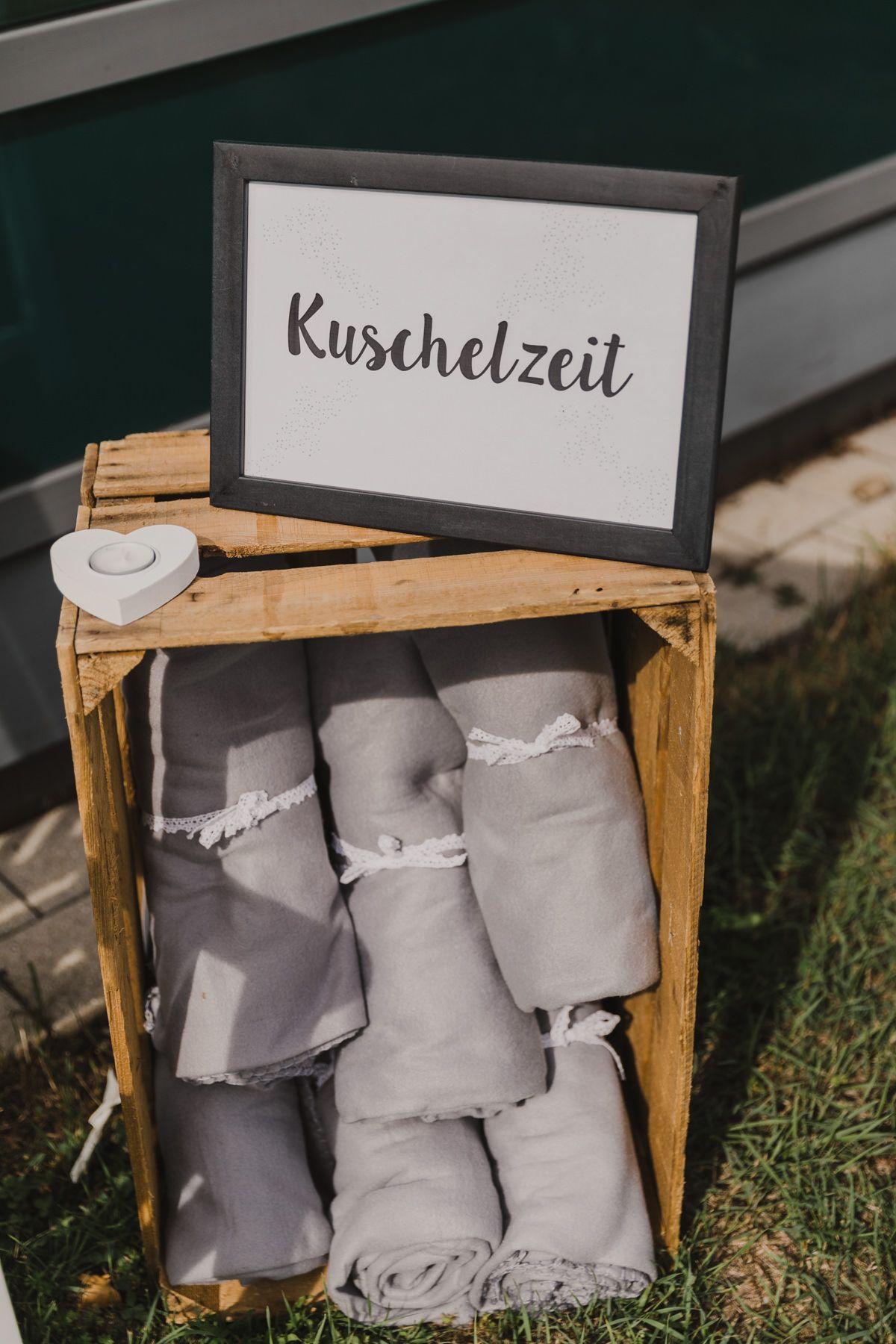 Gastgeschenk Hochzeit Decken #decken #gastgeschenk #hochzeit DIY Hochzeit auf der Insel Reichenau | Hochzeitsblog The Little Wedding Corner