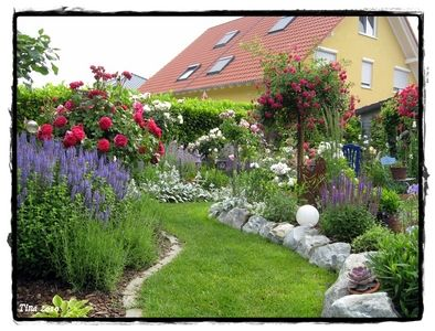 beeteinfassung mit grossen steinen gardentime pinterest gardens and flowers. Black Bedroom Furniture Sets. Home Design Ideas