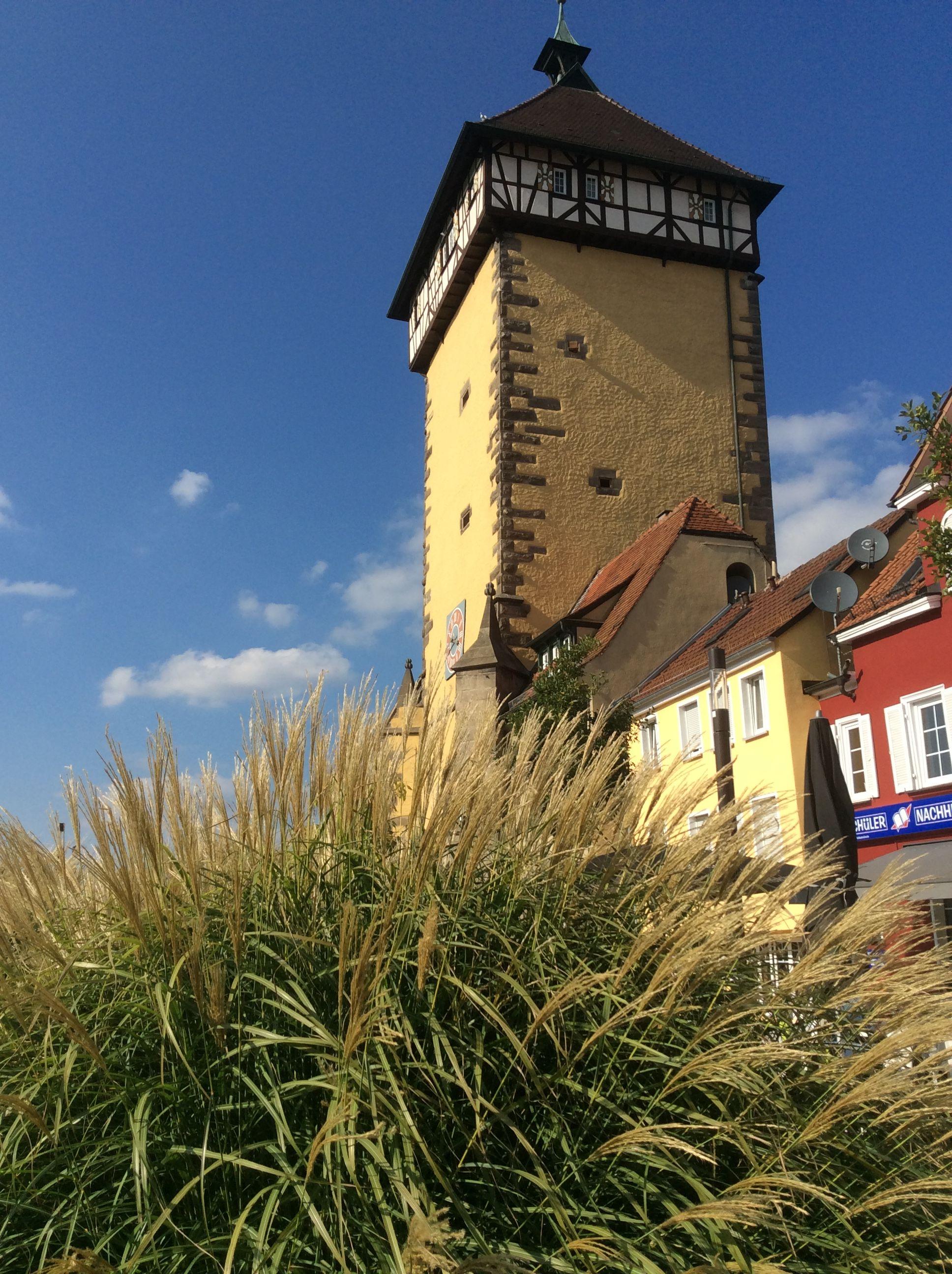 Das Tubinger Tor In Reutlingen Architektur Gebaude Pool