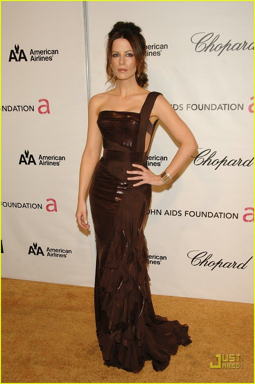 Kate Beckinsale's Versace Face-Off Gorgeous fabric!   Textiles ...