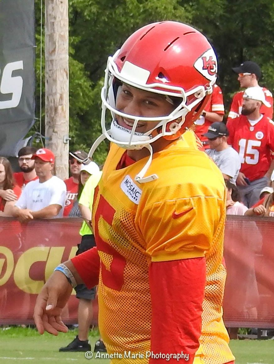Pin By Rowan Kroes On Patrick Mahomes In 2020 Kansas City Chiefs Football Chiefs Football Football Helmets