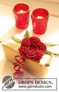 """Gehäkelte DROPS Blume in """"Cotton Viscose"""" und """"Glitter"""" zu Weihnachten. ~ DROPS Design"""