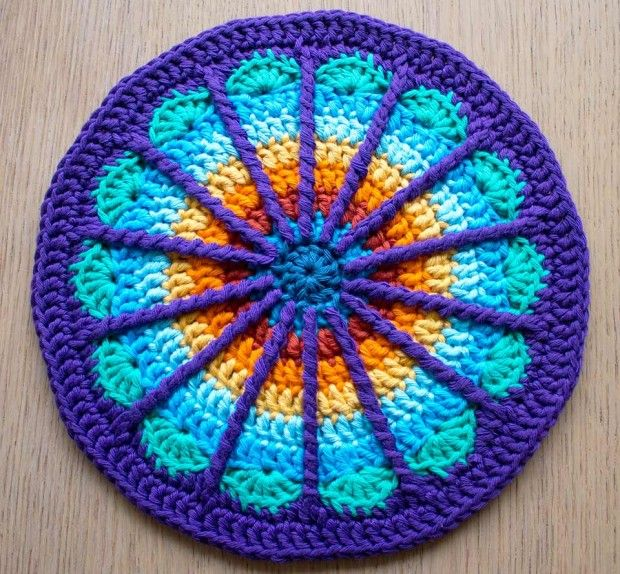 [Free Pattern] Stunning Colours And Design In This Spoke Mandala #easyupdo