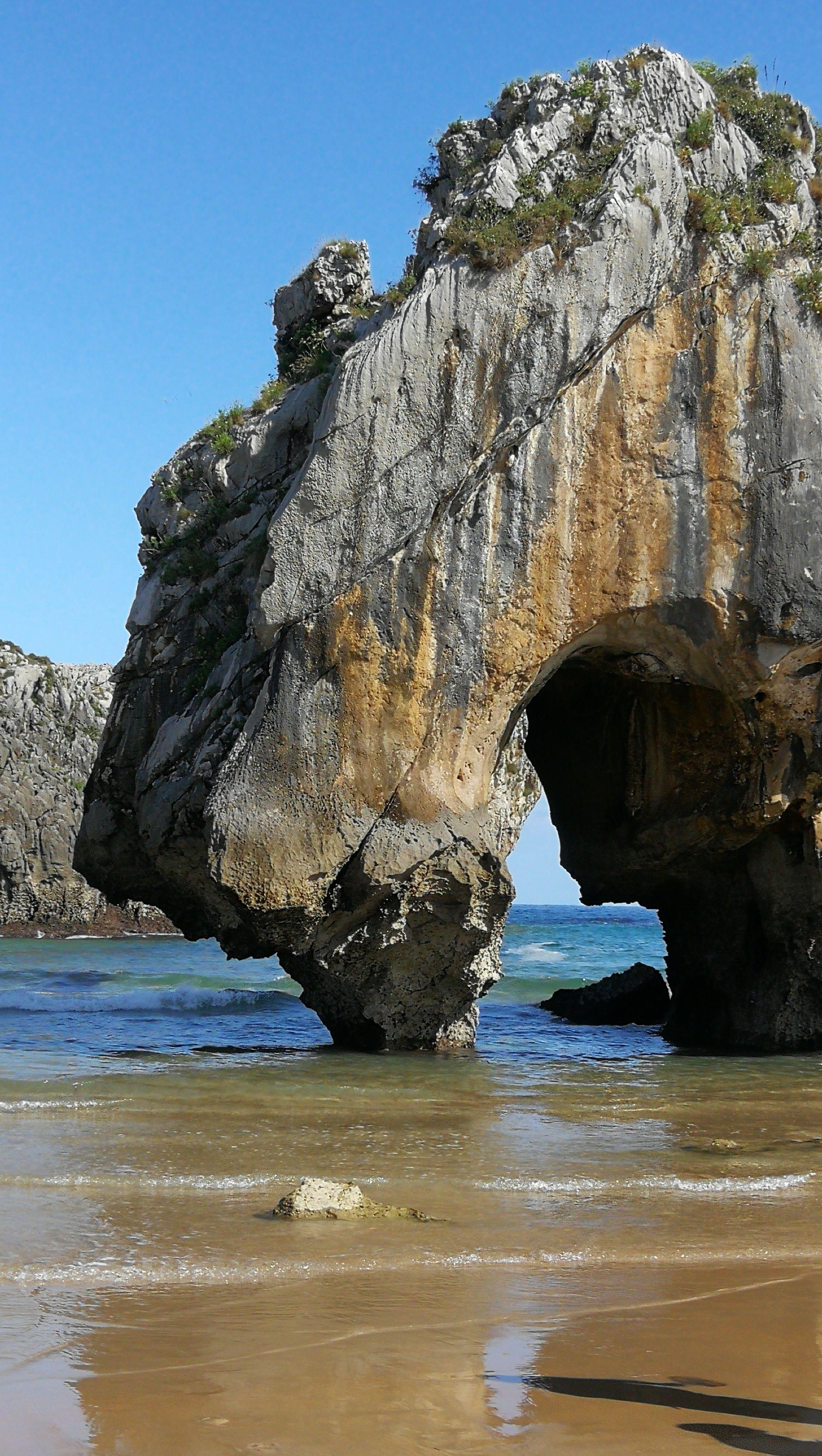 Playa Cuevas Del Mar Llanes Playas De Asturias Turismo Asturias Playas De Asturias Playas España Asturias Turismo