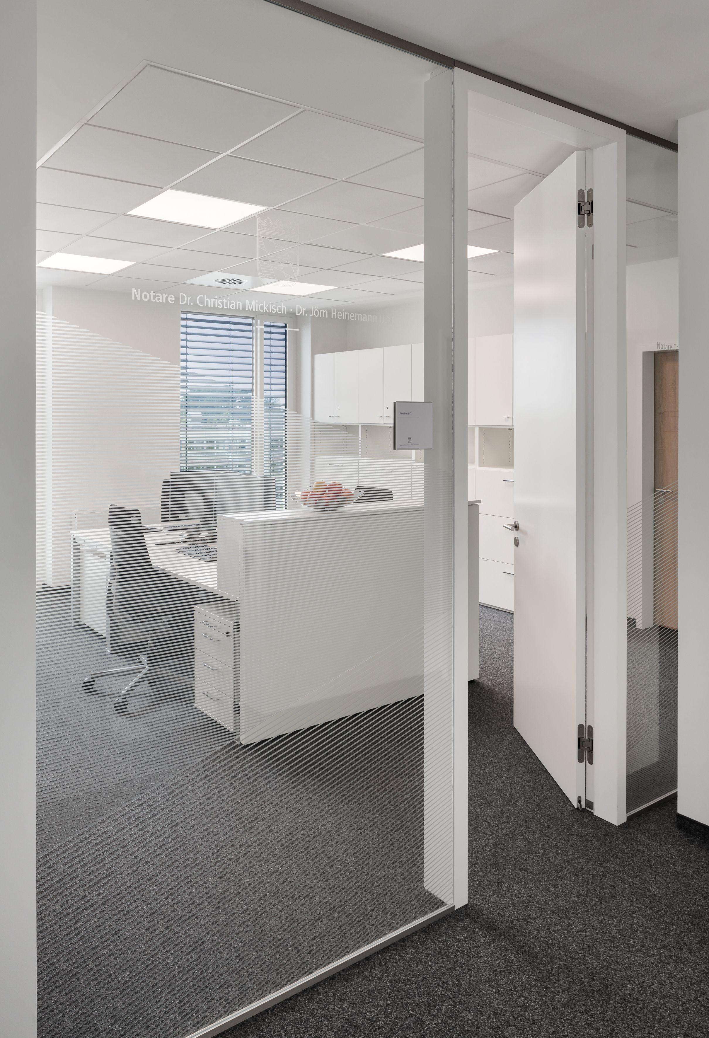 Ergonomischer bürostuhl holz  Glas, Trennwand, ergonomischer Bürostuhl, Raumtrenner, Stauraum ...