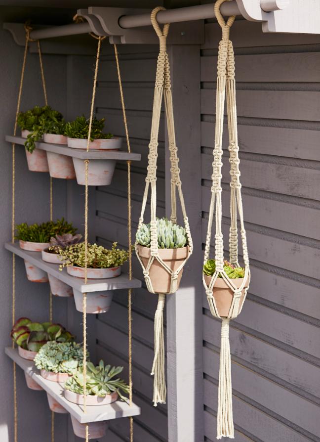 En Interieur Pour Vegetaliser Un Espace De Vie Ou Sur Un Balcon Pour Cultiver Des Plantes Suspension Fleurs Deco Terrasse Exterieure Decoration Theme Musique