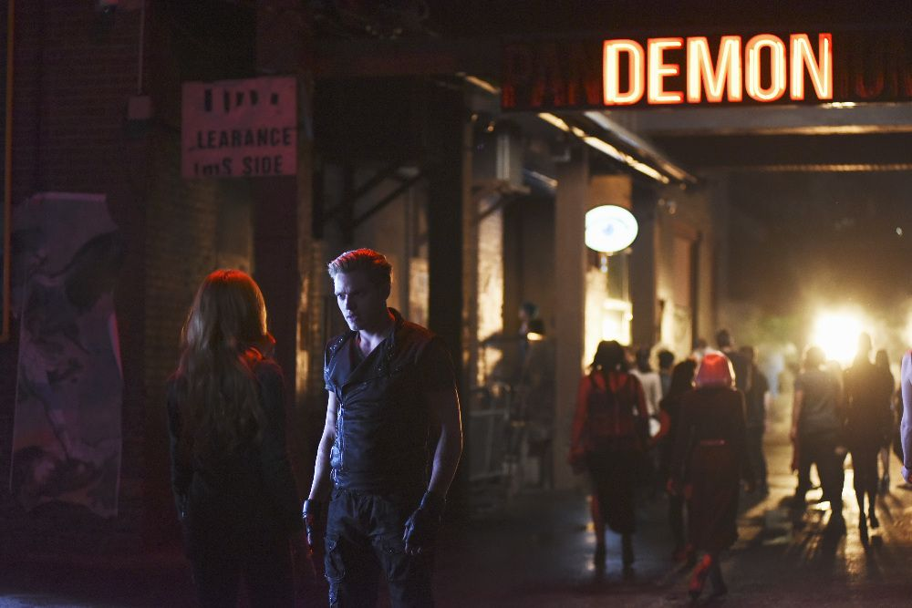"Clary and Jace.  Shadowhunters 1x01 ""The Mortal Cup"""