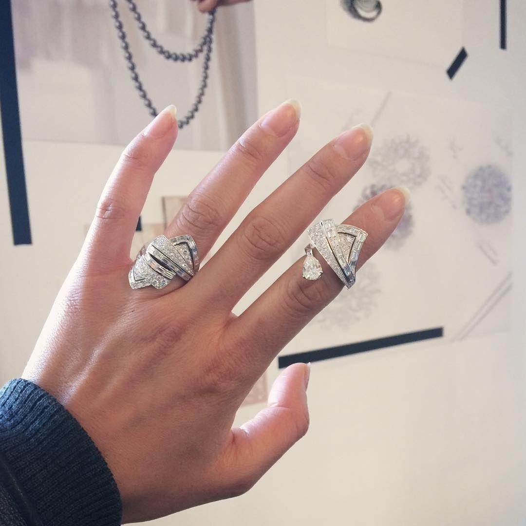 73 отметок «Нравится», 7 комментариев — Thu Huyen (@tiou) в Instagram: «⚡️💛⚡️#Chanel ouvre la semaine de la #hautejoaillerie #hautecouture avec sa nouvelle collection…»