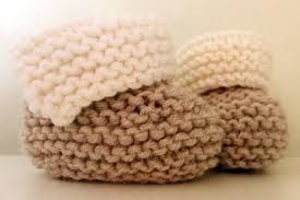 Stricken Sie Süße Babystiefelchen Stricken Und Höckeln