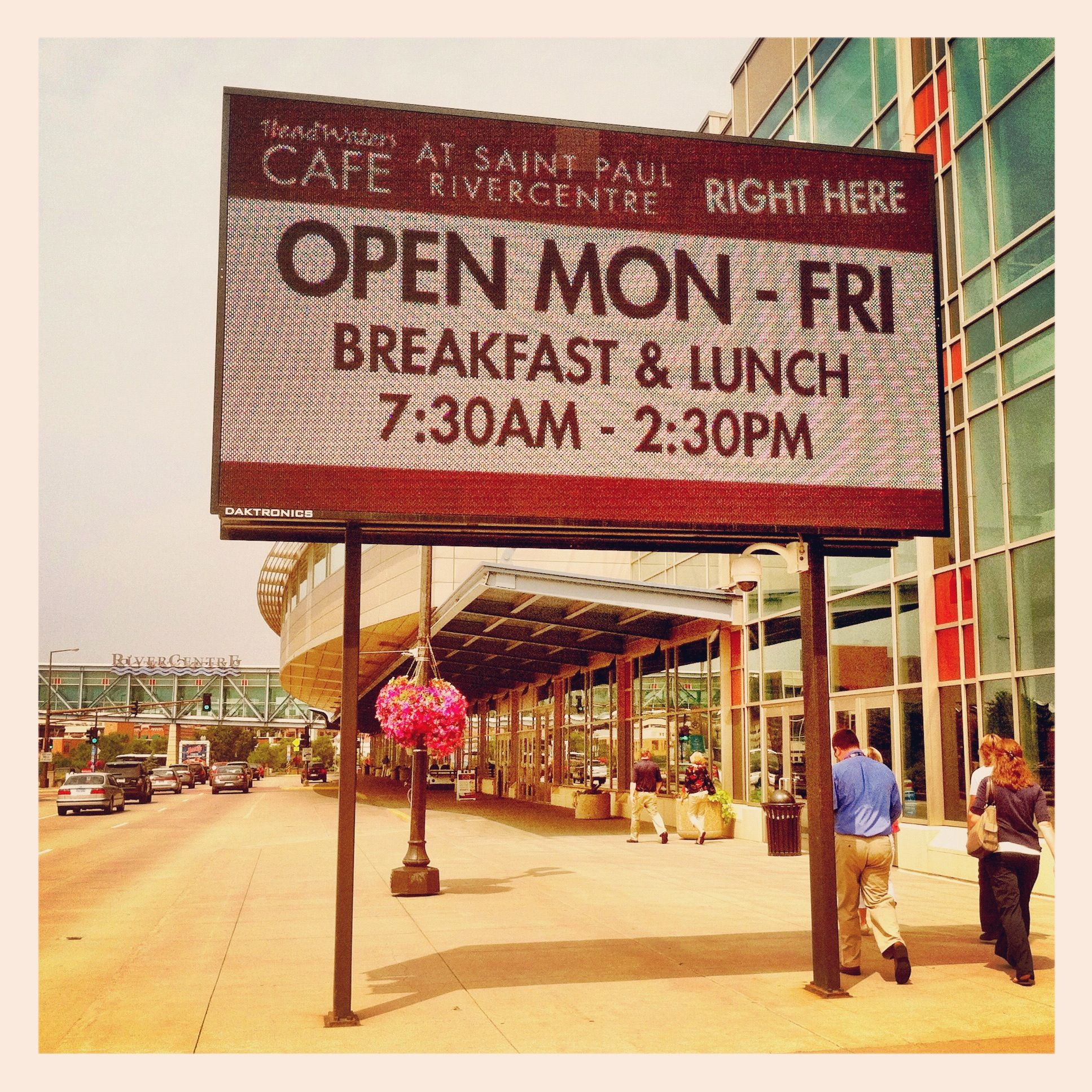 Eat Breakfast Or Lunch With Us In Saint Paul. Indoor And
