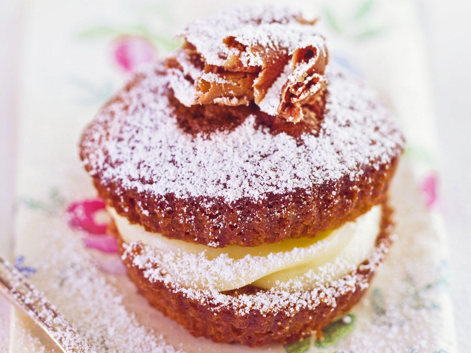 Schoko-Cupcake mit Vanille-Füllung - smarter - Zeit: 35 Min. | eatsmarter.de