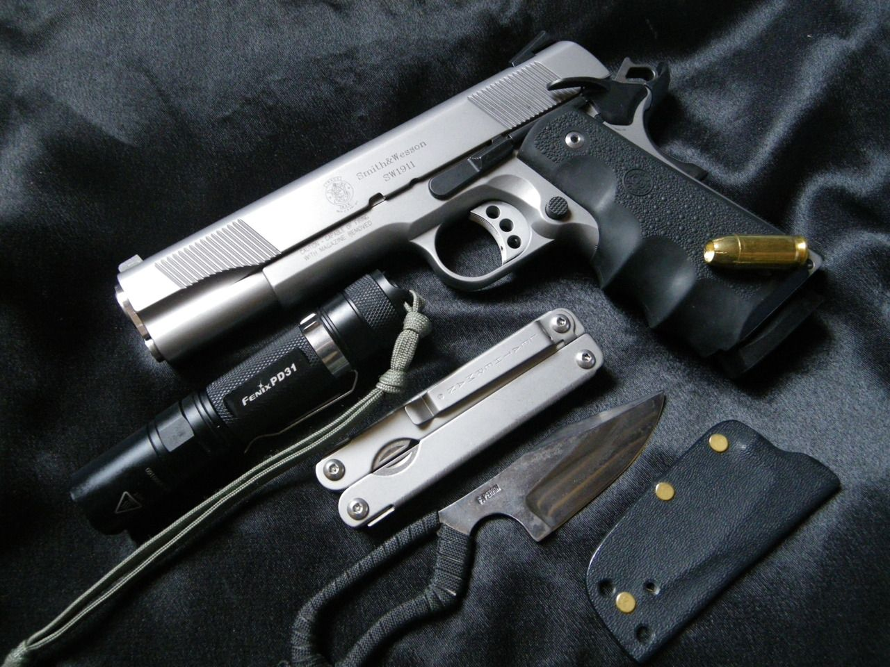 Beautiful S&W 1911! I wish I could have an EDC like this one here in Brazil.