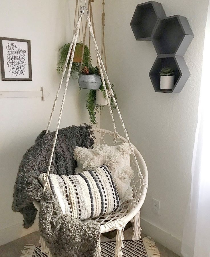 Boho decor is simple: macrame, fuzzy blankets and