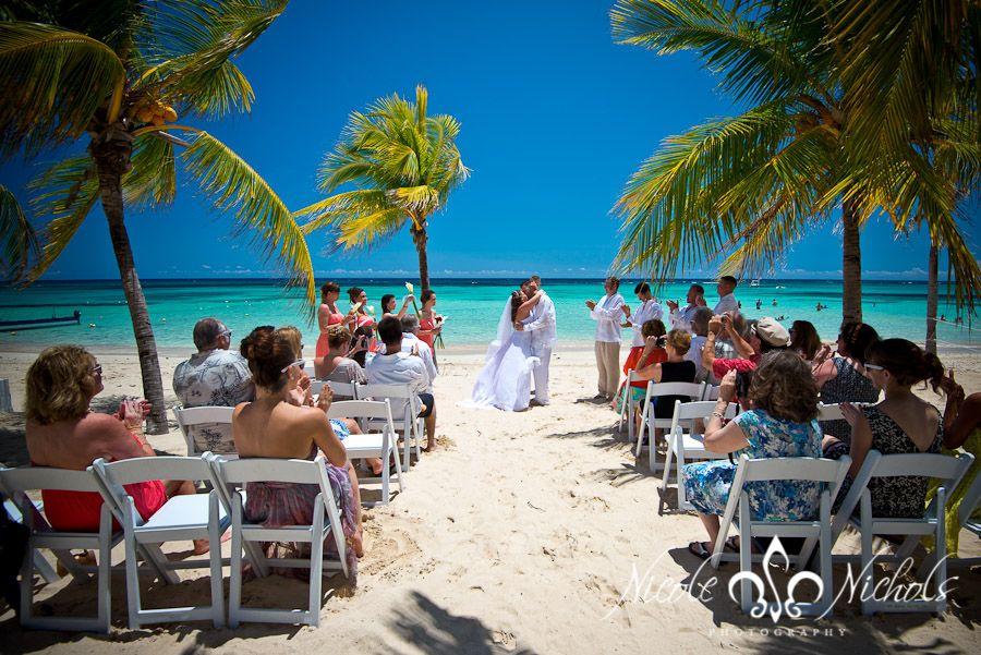 Beautiful beach wedding! Destination wedding at Riu Resort ...