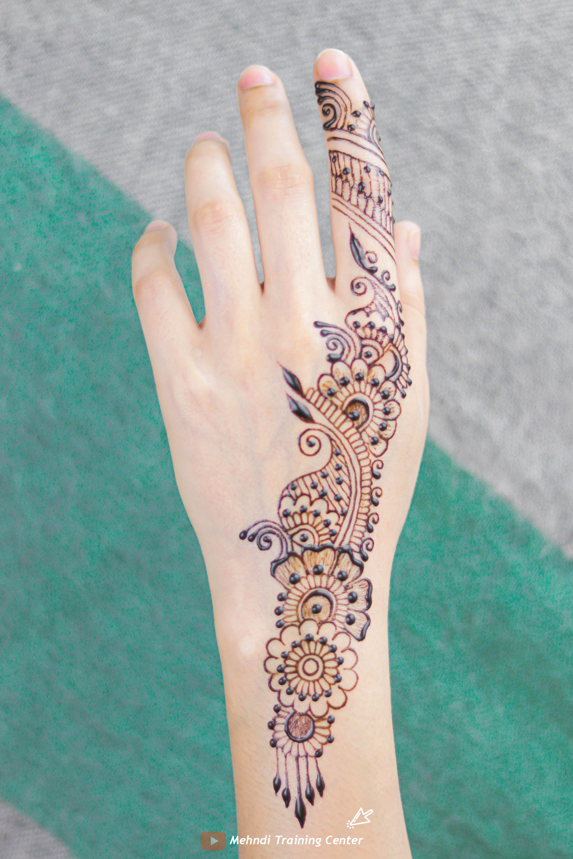 نقش الحناء الجميل على ظهره تصميم الحناء الأنيق والبسيط نقش الحناء خطوة بخطوة Mehndi Designs Henna Hand Tattoo Hand Henna