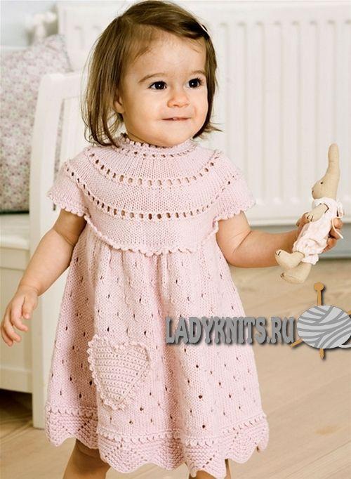 Вязаное спицами платье с круглой кокеткой для девочки от 0 ...