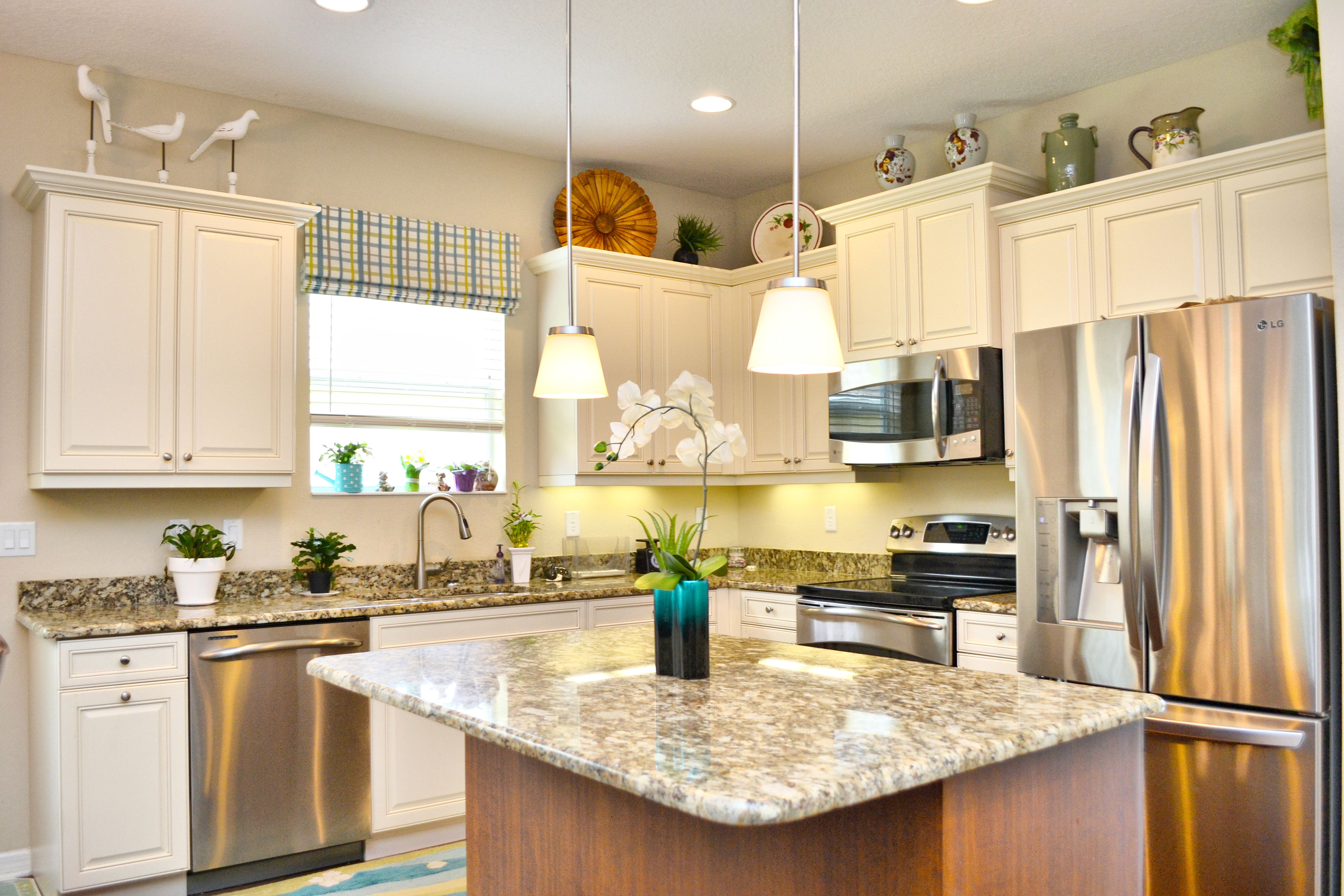 Delicieux WHITE CABINETS, GRANITE, COASTAL STYLE KITCHEN. NEAL COMMUNITIES,  FRESHWATER 2, FOR