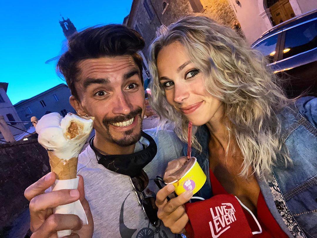Cela Fait Maintenant Quelques Mois Que Marion Rousse Et Julian Alaphilippe Vivent Le Grand Amour La Journaliste Et Le Coureur Cycliste In 2020 Instagram Marion Stars