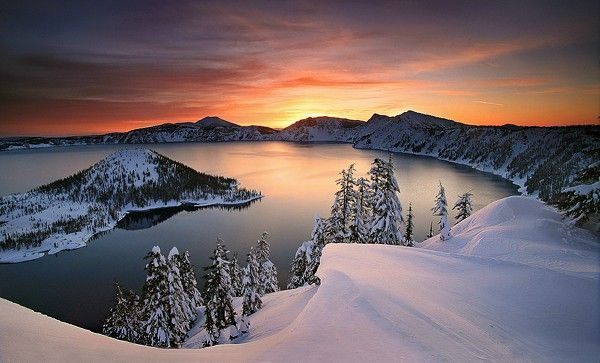 Crater Lake, Oregon at sunset [600 x 363] #craterlakeoregon Crater Lake, Oregon at sunset #craterlakeoregon