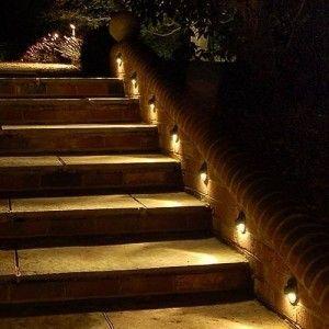 Savoir Quel Eclairage Utiliser Pour Chaque Partie De Son Jardin Lampe Solaire Jardin Eclairage Solaire Exterieur Escalier Exterieur