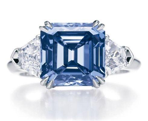 Vivid Blue diamond ring, 6 carat, 7,900,000$.