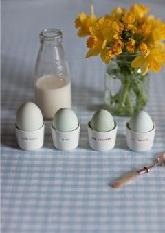 4 Eierbecher mit Prägung `what came first the chicken or the egg` (4er Set) von