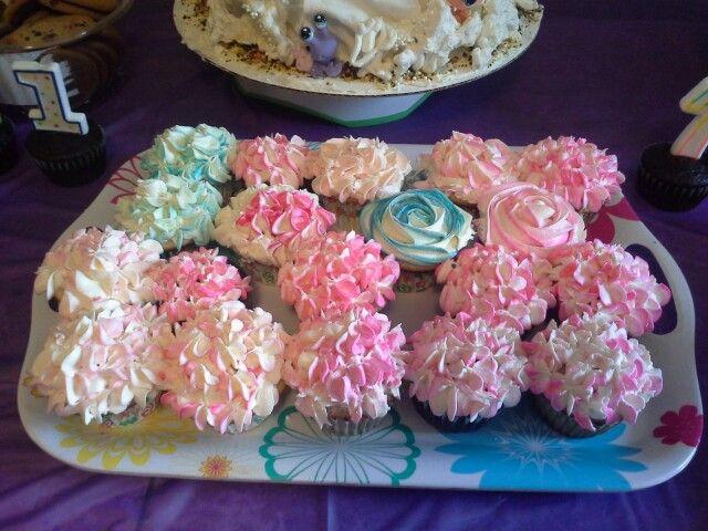 Flower cupcakes...