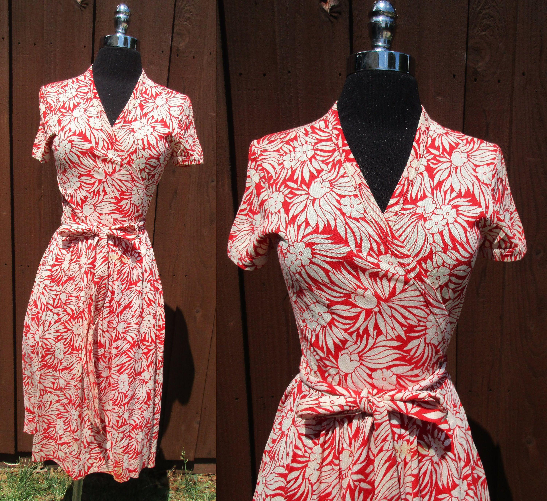 DVF Diane von Furstenberg 1970s Red & White Floral Print Wrap Dress ...