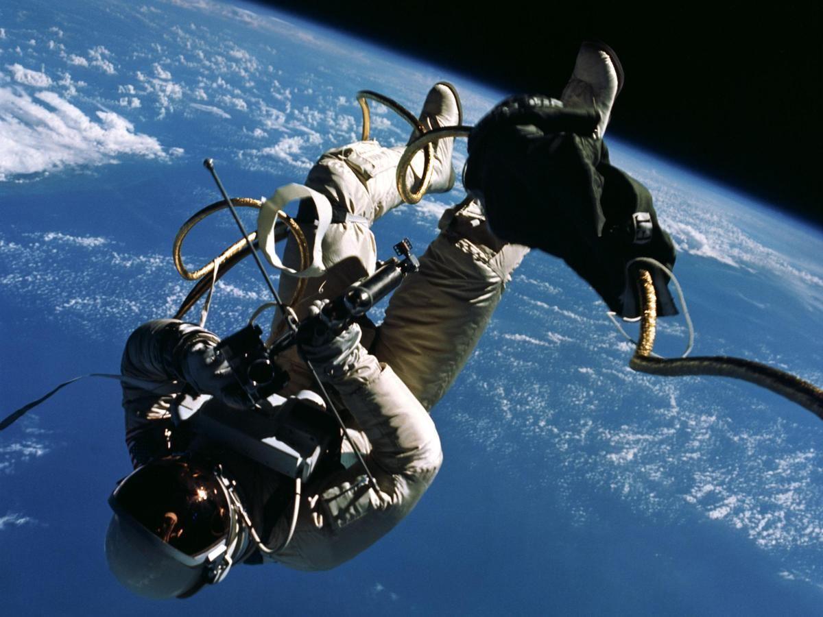 Ex-Astronaut Weighs In On Spacewalking In 'Gravity' | 宇宙開発 ...