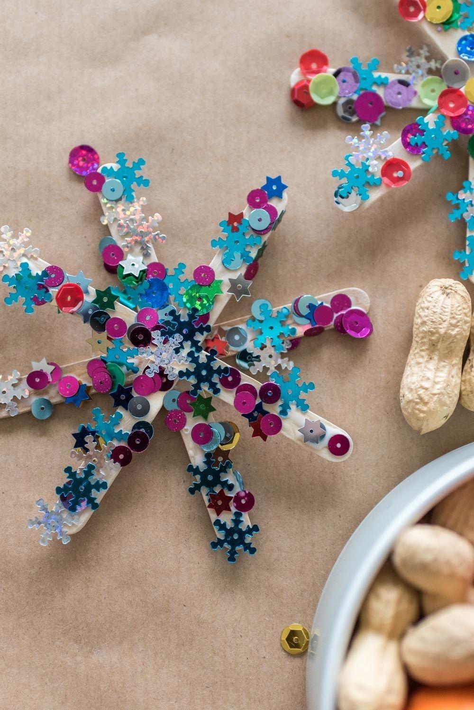 Adventsdeko: Weihnachtssterne basteln mit Kindern - Mini & Stil