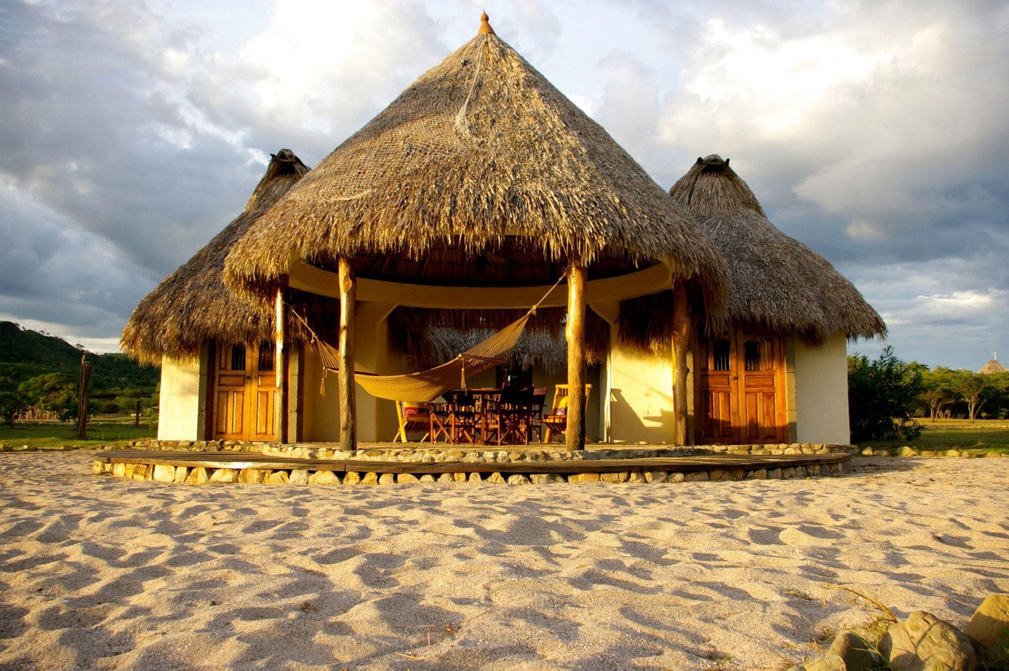 Surf and Turtle Resort Punta Teonoste - www.roatan.com 1-800-282-8932