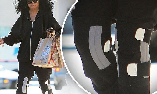89092d9727 Diana Ross, 70, wears two knee braces as she shops for groceries ...