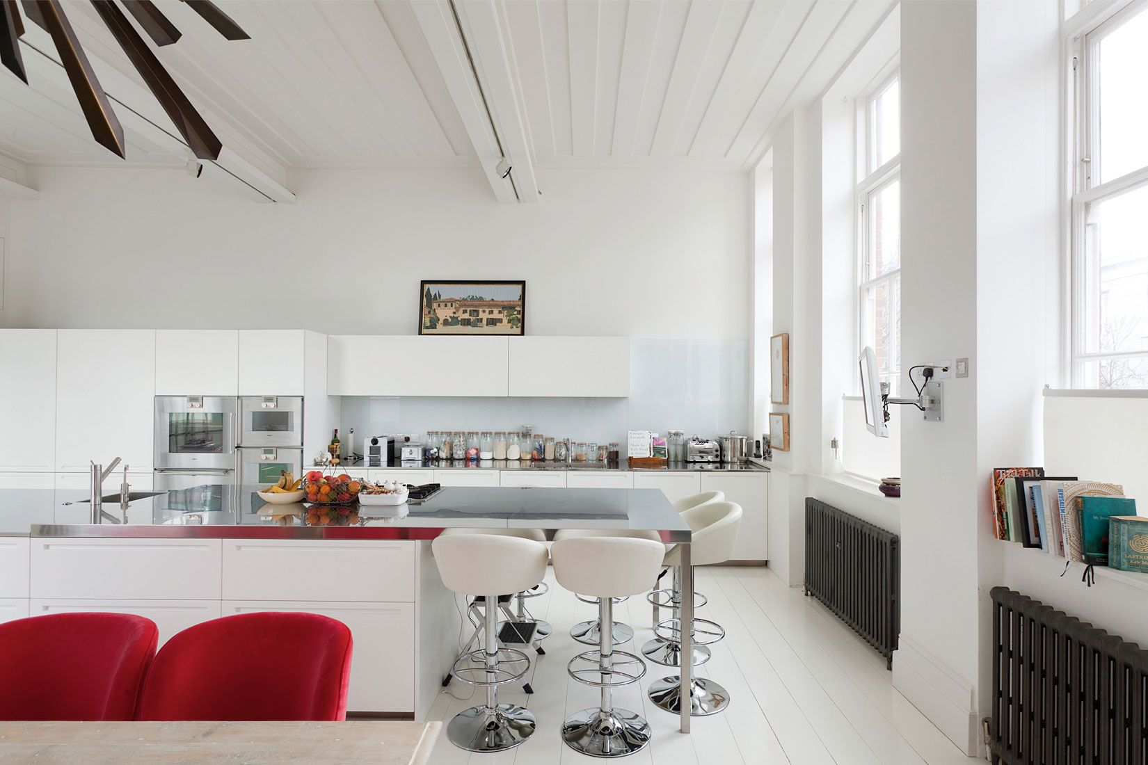 Modern kitchen spacious home in london