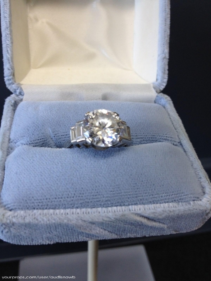 Roses engagement ring that was worn in movie From Titanic movie