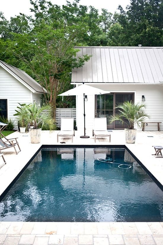 Come To The Dark Side Dark Bottom Pools Modern Pools Pool Houses Modern Bungalow
