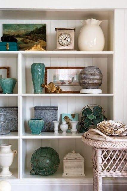objetos na estante