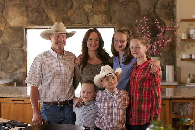 Pioneer Woman Ree Drummond Family By Jeff Houck Via Flickr Pioneer Woman Ree Drummond Pioneer Woman Ree Drummond The Pioneer Woman