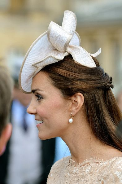 Kate Middleton Photos - Queen Elizabeth II Hosts a Garden Party - Zimbio