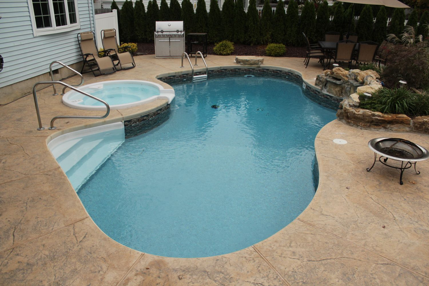 Pool town nj inground swimming pool with spa for Vinyl swimming pool
