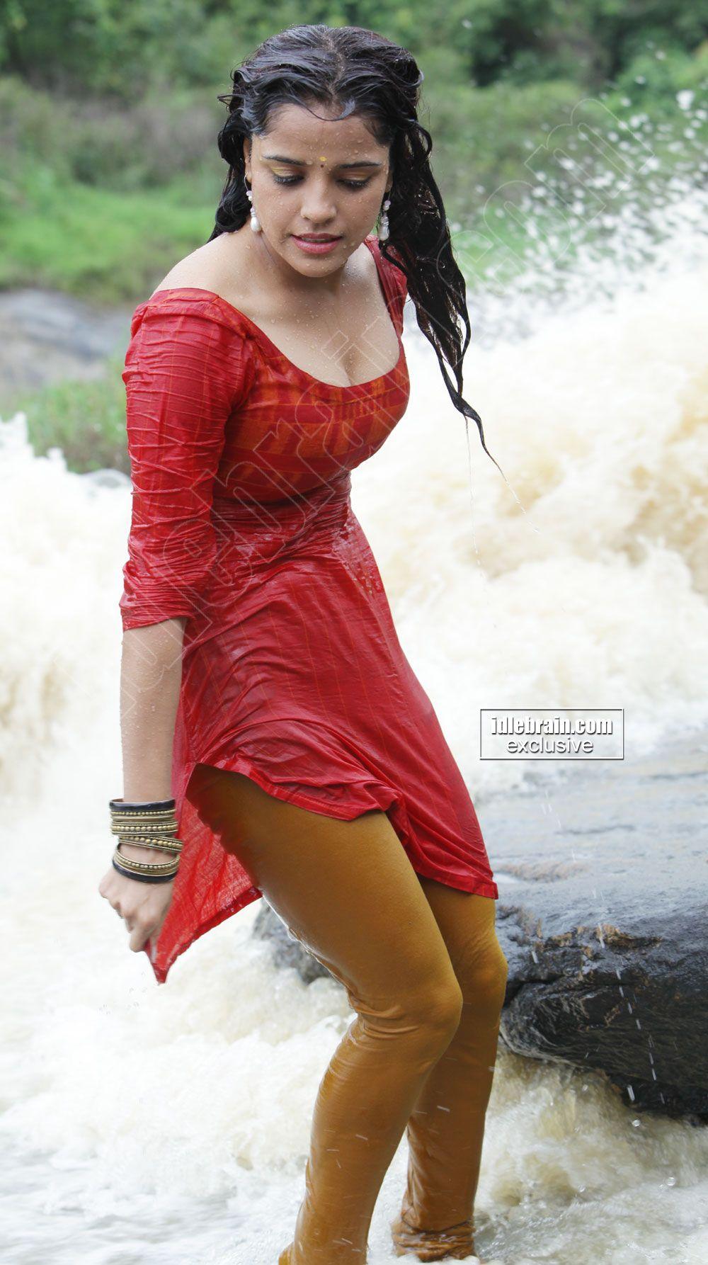 EARNESTINE: Hot wet pics