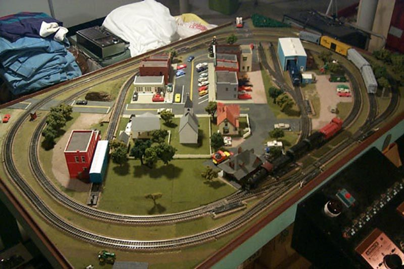 Ho train layouts this picture of the layout is from a few years ago can you spot the - Ho scale layouts for small spaces concept ...